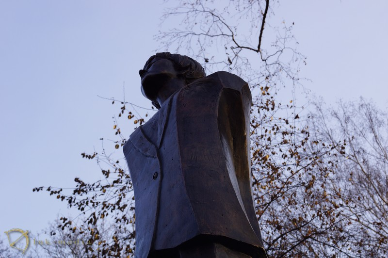 белла ахмадулина памятник