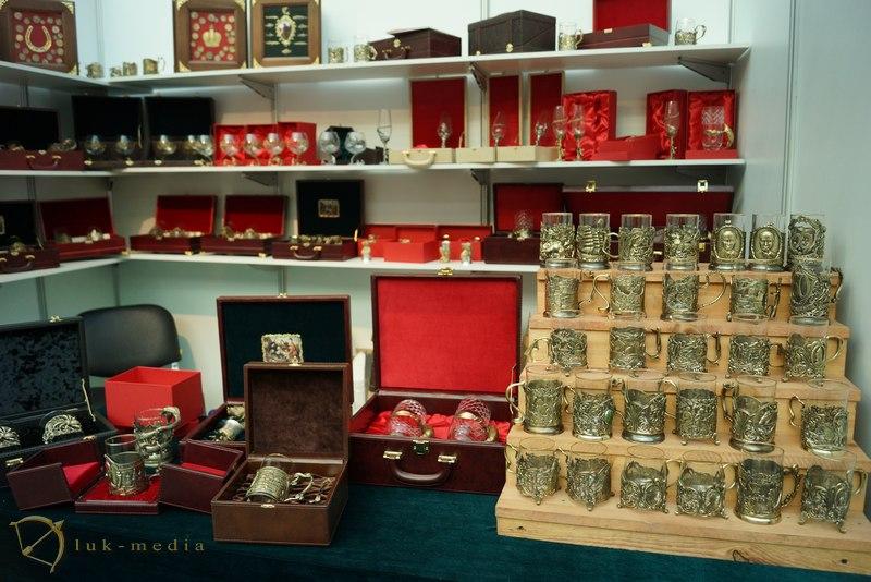 Выставка подарков гостином в дворе 720