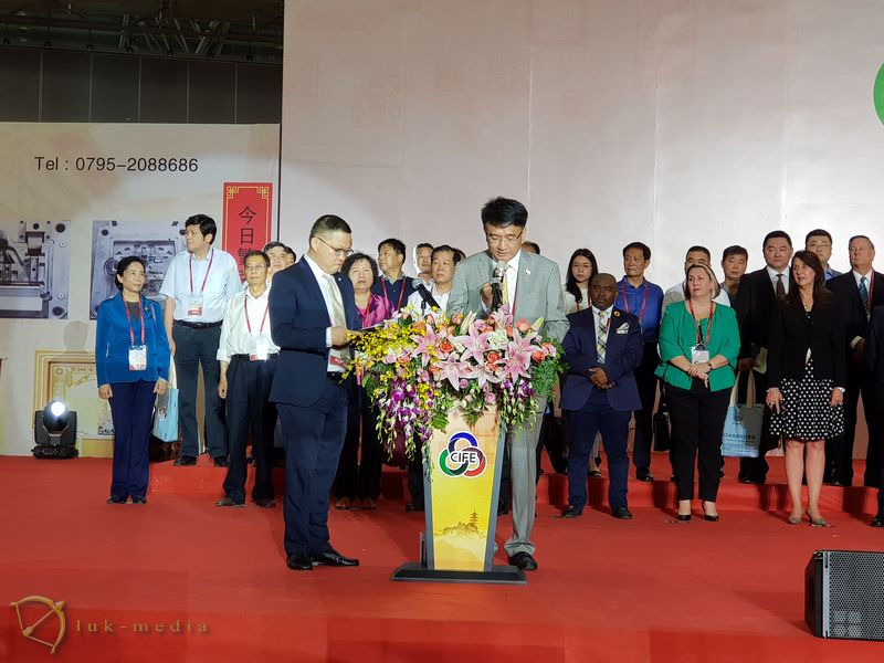 Открытие похоронной выставки в Ухане