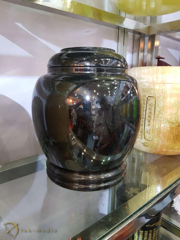 Урны на выставке в Ухане 2018