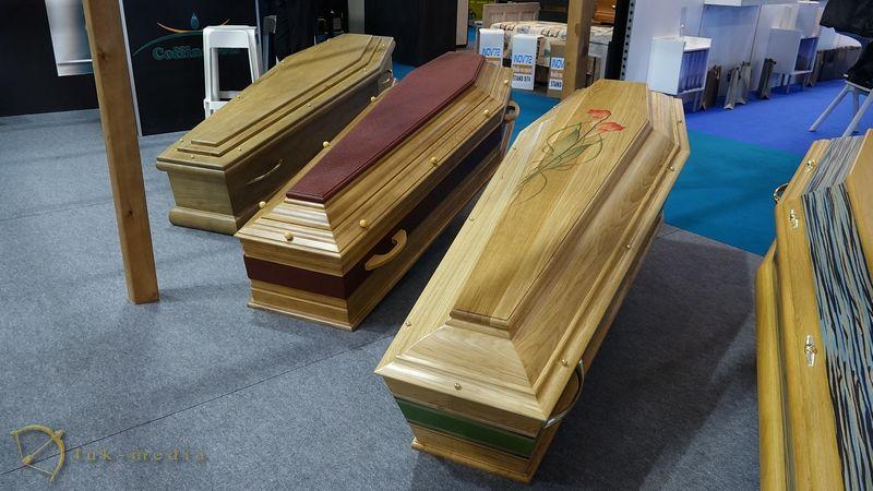 Гробы на парижской похоронной выставке