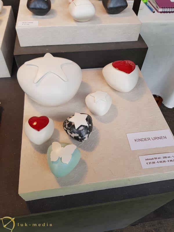Урны на выставке Funeral expo 2019