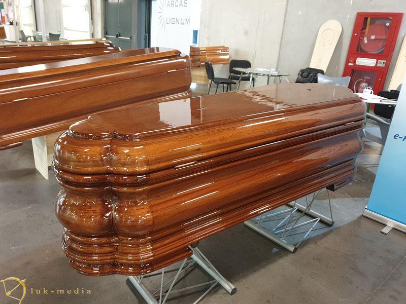 Гробы на выставке в Валенсии, часть третья