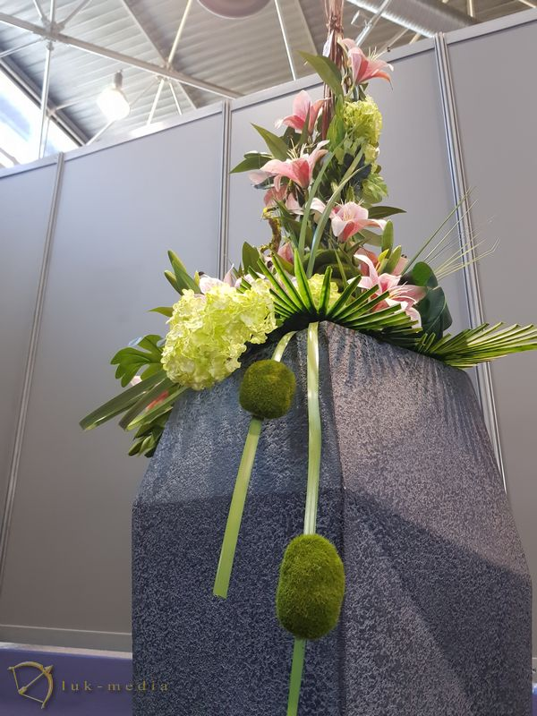 Лионская похоронная выставка Funexpo 2018, венки