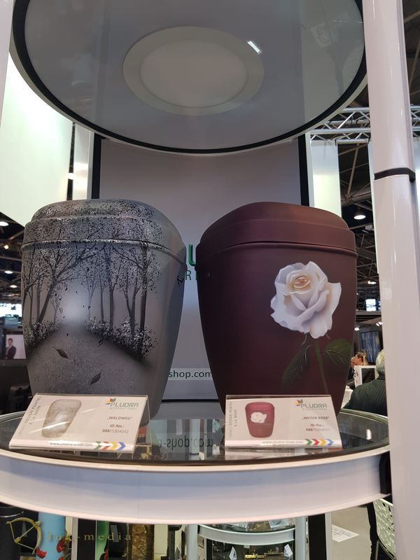 Ритуальные урны на выставке в Лионе