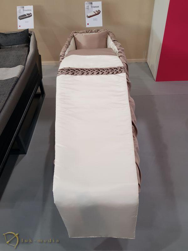 Гробы на выставке Funexpo 2018 в Лионе