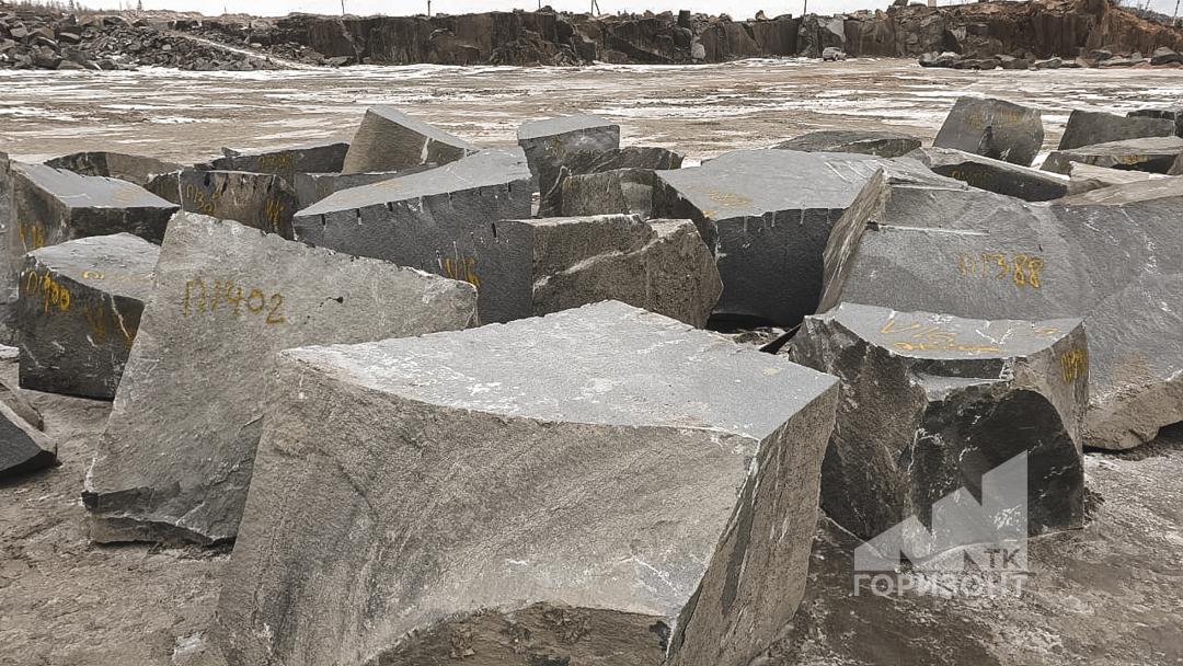 Блоки габбро-диабаз больших размеров от компании ТК ГОРИЗОНТ