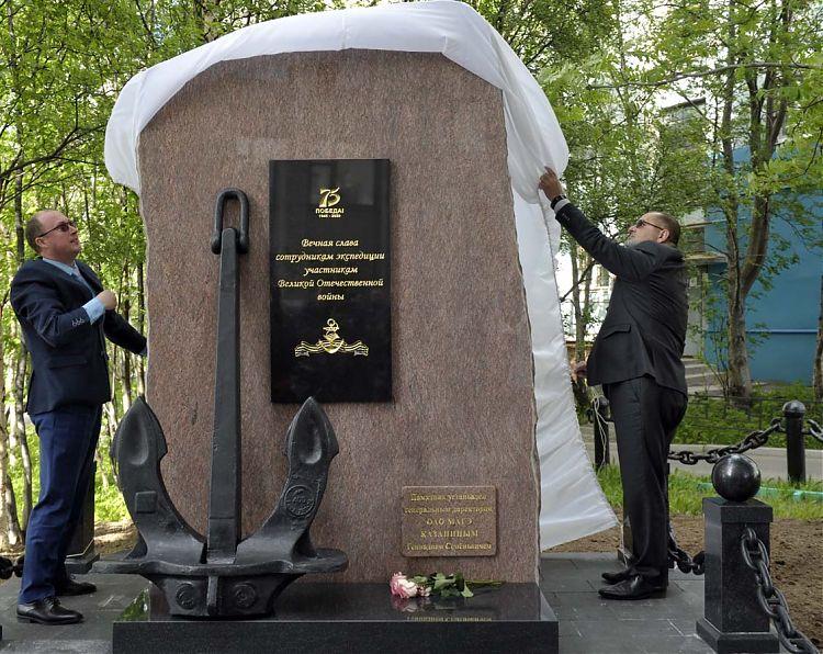 Открытие памятника в Мурманске