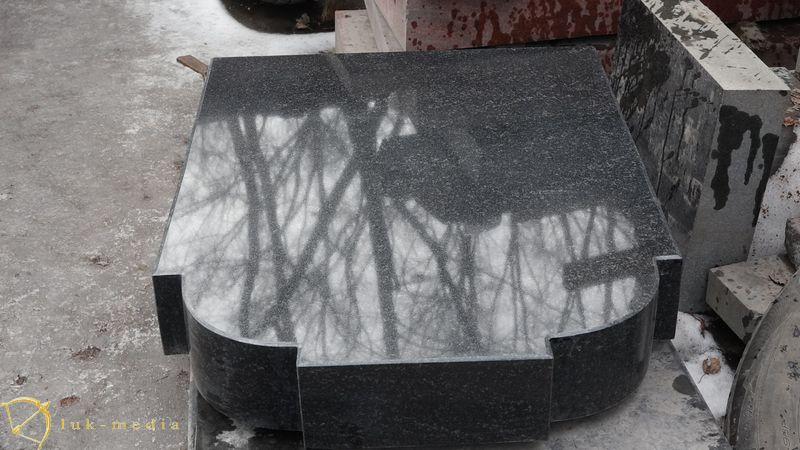 Памятники на складе в Люберцах