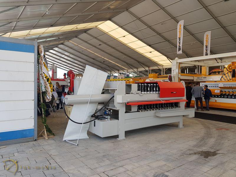 Станки на выставке в Измире