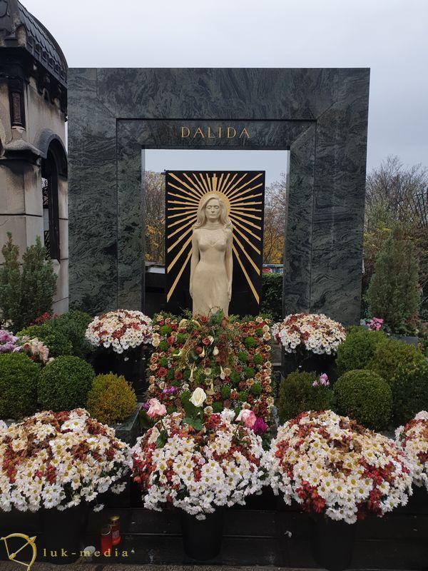 Кладбище Монмартр. Могила певицы Далиды