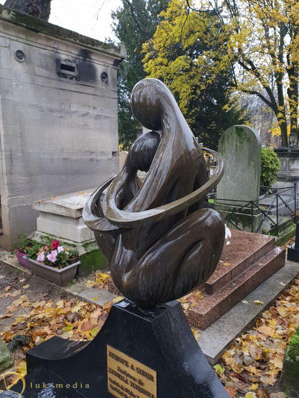 Кладбище Монмартр. Могила балерины Людмилы Чериной