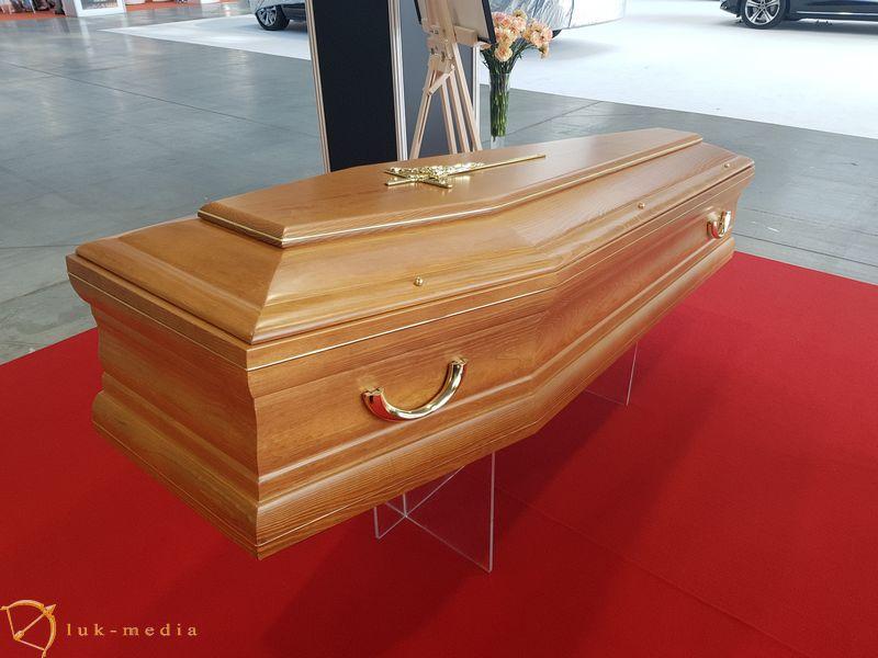 Гробы на выставке Некроэкспо 2019 в Кельце
