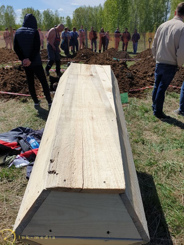 Конкурс скоростной копки могилы на выставке Некрополь Сибирь 2021
