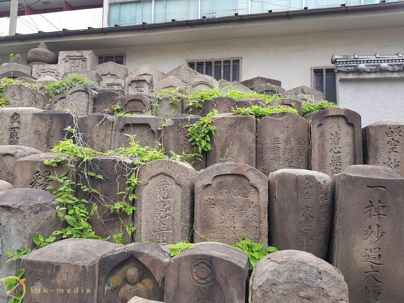 Кладбище в Осаке