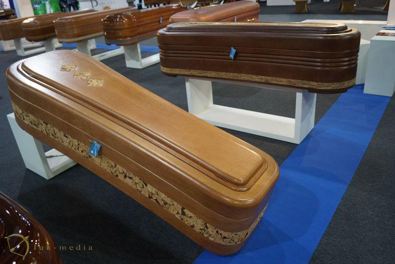 Производители гробов на выставке Funergal-2016