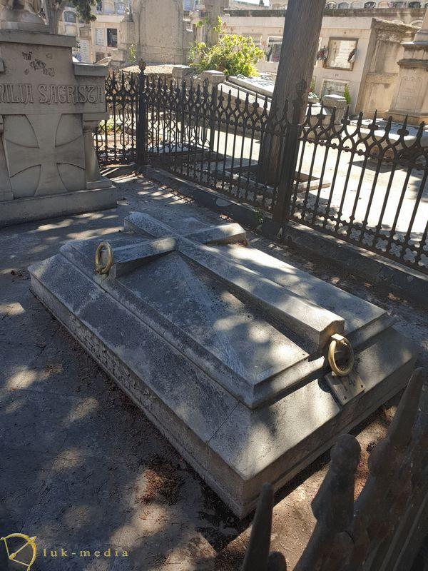 Памятник Поцелуй смерти