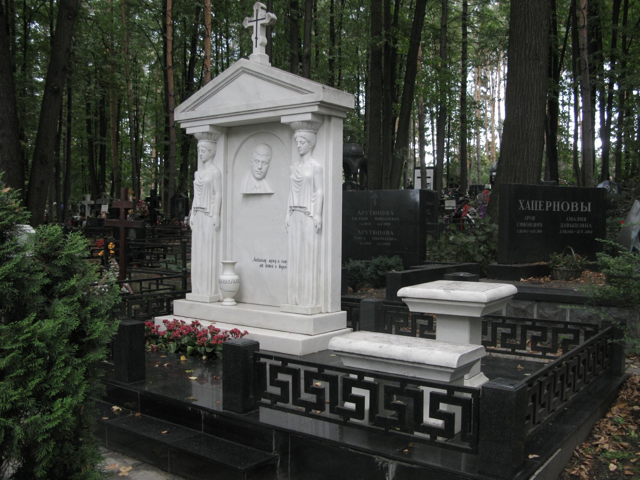Памятник из мрамора производства матерской