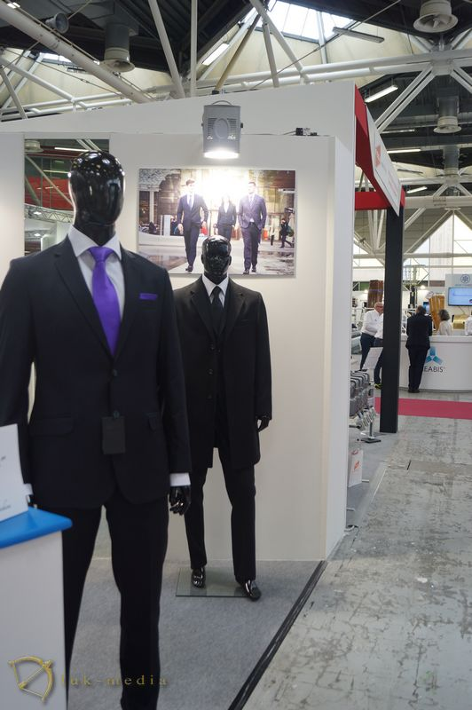 Одежда для похорон на выставке Tanexpo 2018