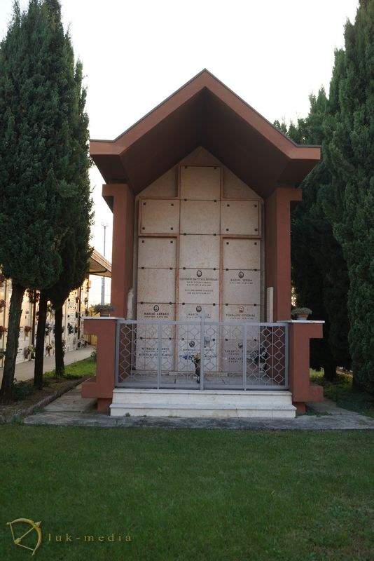 итальянское кладбище