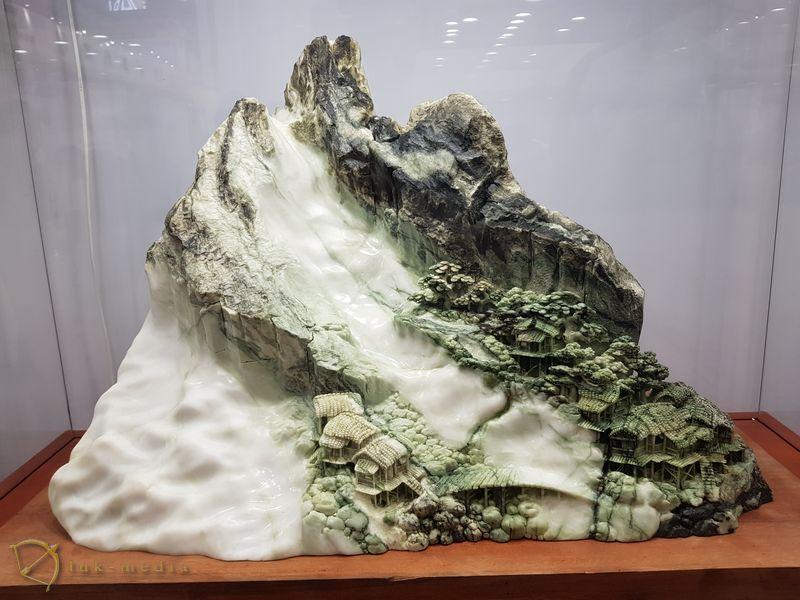 Камень в интерьере